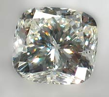 Diamond up-close look at clarity